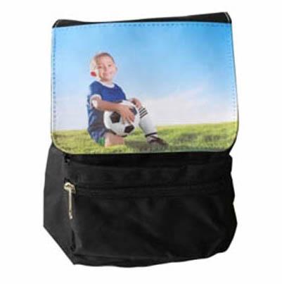 Čierny ruksak s vlastnou potlačou